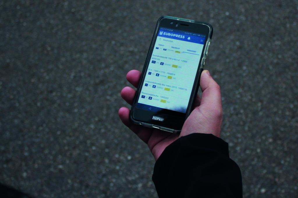 Jätepuristimien huolto mobiilisovellus