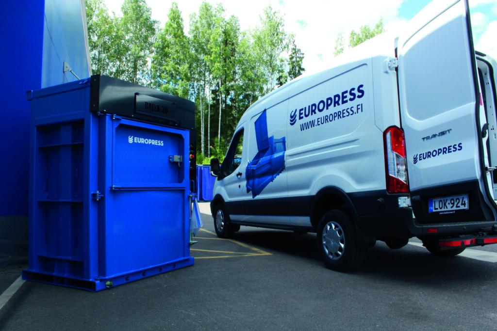 Jätepuristimen ja jätepaalaimen huolto