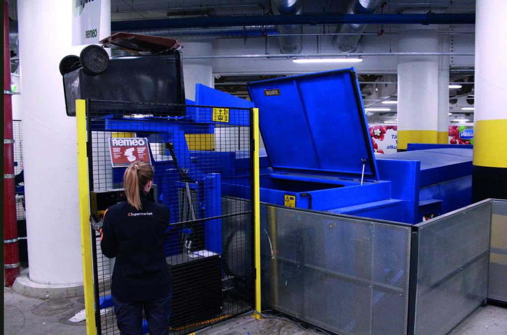Jätepuristin astiankaatolaitteella