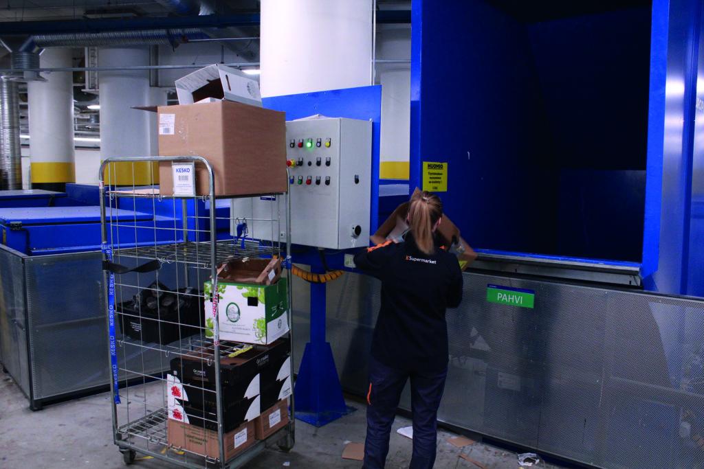 Jätepuristimen syöttöaukko