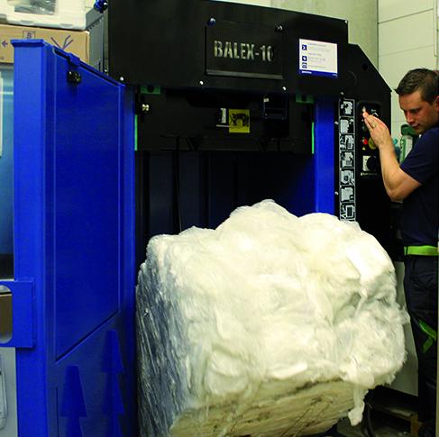 muovipaalin poisto jätepaalaimesta